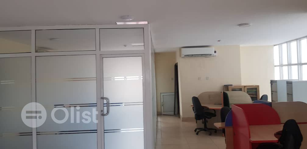 Clean and serviced 150sqm office space in Alagomeji Yaba for Rent