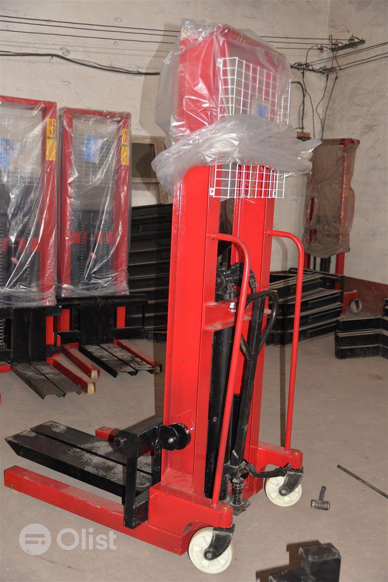 Forklift stacker machine fabrication with drum grabber