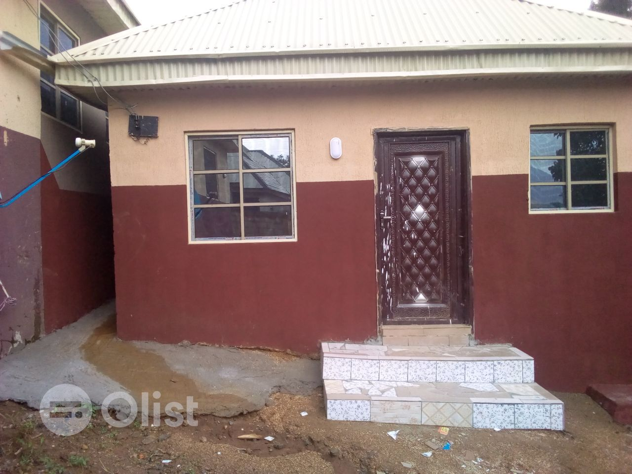 A nice self contain available at Dutse, Obasanjo road