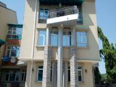 Brand new service four bedrooms duplex to let