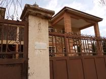 A twin 4bedroom duplex with 2 unit of 1 bedroon.